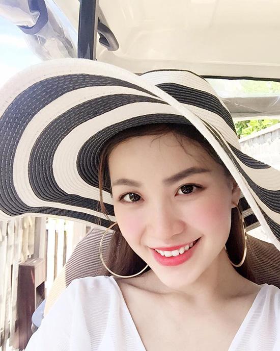 sao-viet-18-7-ky-han-khoe-vong-1-khung-huyen-my-chup-anh-lam-mau