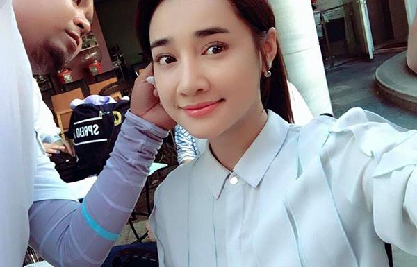 sao-viet-18-7-ky-han-khoe-vong-1-khung-huyen-my-chup-anh-lam-mau-5