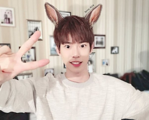 nhung-idol-nam-kpop-dang-yeu-den-la-khi-deo-bom-tho-5