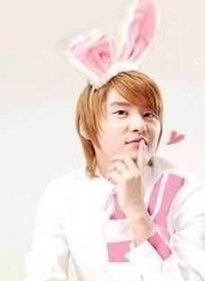 nhung-idol-nam-kpop-dang-yeu-den-la-khi-deo-bom-tho-7