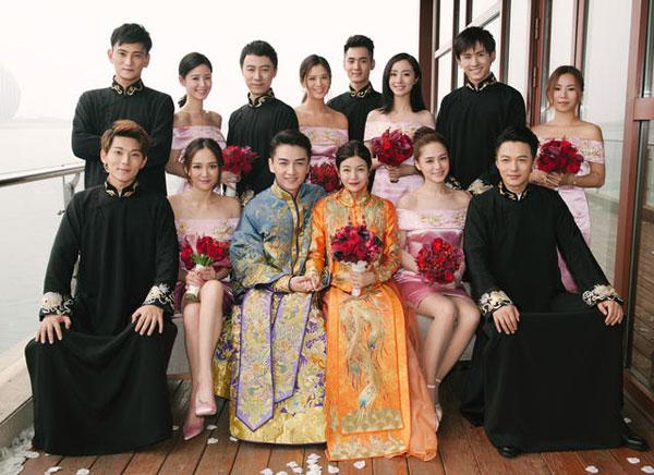 Đám cưới của Trần Hiểu - Trần Nghiên Hy diễn ra sáng nay tại Bắc Kinh, Trung Quốc. Cặp sao mời các bạn thân trong và ngoài làng giải trí làm phù dâu - phù rể.