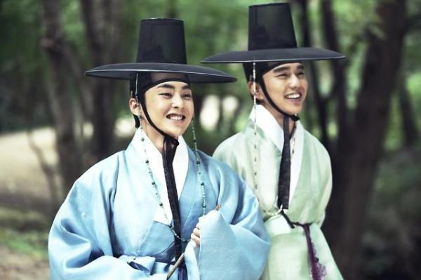 Đạo diễn nói rằng Xiu Min vô cùng phù hợp với nhân vật của ông. Thành viên EXO có nhiều pha diễn tay đôi với Yoo Seung Ho trong phim. Cả hai còn trở nên thân thiết sau lần hợp tác này.