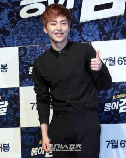 Trước đó, Xiu Min từng tham gia diễn xuất trong web drama EXO Next Door với các thành viên cùng nhóm. Trong phim mới, anh chàng không chỉ được khen ngợi vì diễn xuất xuất thần mà còn bởi thái độ làm việc chăm chỉ, nghiêm túc.
