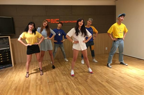 AOA đã dạy vũ đạo ca khúc Im Jelly Baby của mình cho Monstar.