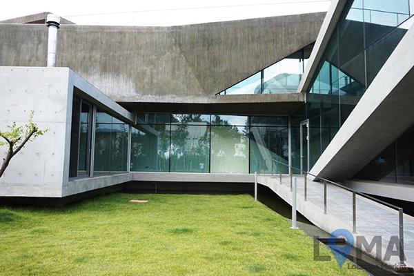 Căn biệt thự chọn làm bối cảnh nhà ở của nhân vật Joon Young là kiến trúc có sẵn.