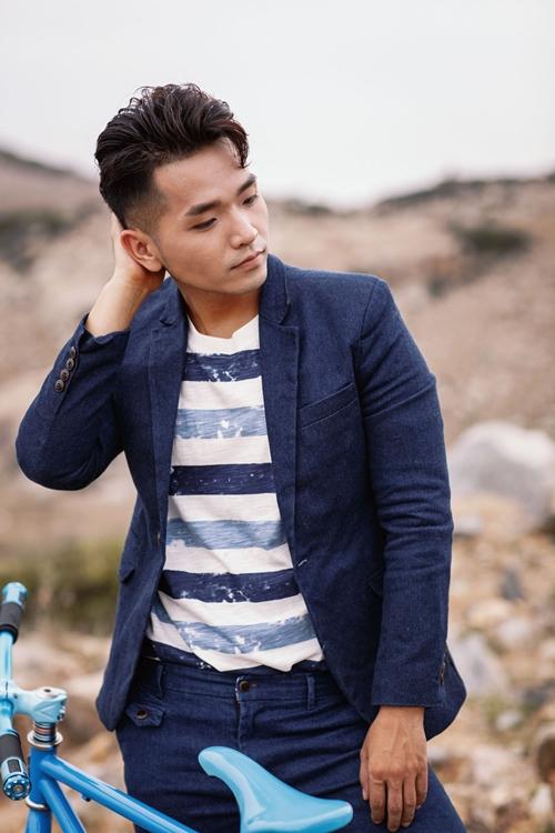 Bước ra từ cuộc thi Vietnam Idol, nam ca sĩ sinh năm 1991 ghi dấu ấn với nhiều sáng tác mang đầy tính tự sự được cộng đồng mạng đón nhận như Khi người lớn cô đơn, Giá có thể ôm ai và khóc, Mùa ta đã yêu,&  Sau 5 năm tham gia Vpop, anh được công chúng và giới chuyên môn ghi nhận với hàng loạt giải thưởng âm nhạc uy tín: Top 5 đĩa đơn xuất sắc năm 2013 của Làn Sóng Xanh cho Khi người lớn cô đơn, Giải Nam ca sĩ triển vọng của Yan Vpop20 Awards 2013, Top 20 nghệ sĩ xuất sắc nhất năm 2014 và năm 2015, Top 20 ca khúc Hit nhất năm 2015 cho Anh sẽ tốt mà - Phạm Hồng Phước ft. Thuỳ Chi (Vietnam Top Hits), Nam ca sĩ triển vọng Yan VPop 20 2014,&
