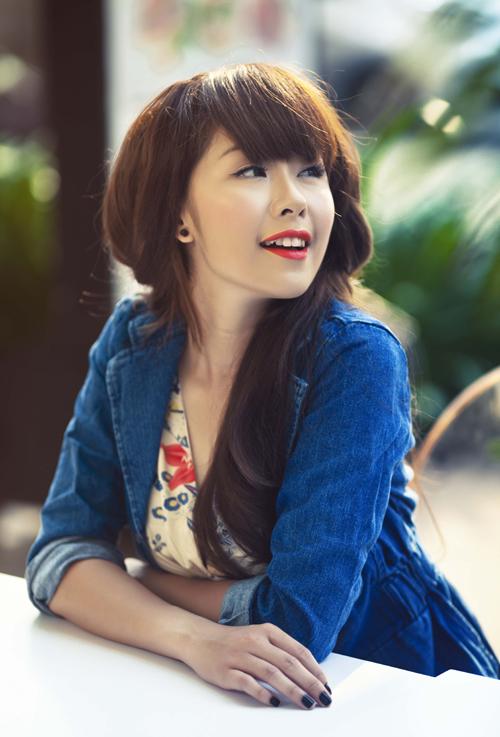 Hình tượng búp bê dễ thương hay một thiếu nữ dịu dàng, bánh bèo với mái tóc dài của Thủy Tiên cách đây 4-5 năm.