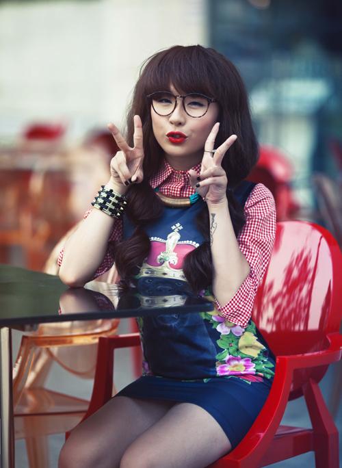 Thủy Tiên từng cho ra mắt 3 single online nhưng không mấy thành công. Thời gian qua, cô gái trẻ cũng không có thêm hoạt động nghệ thuật nào nổi trội.