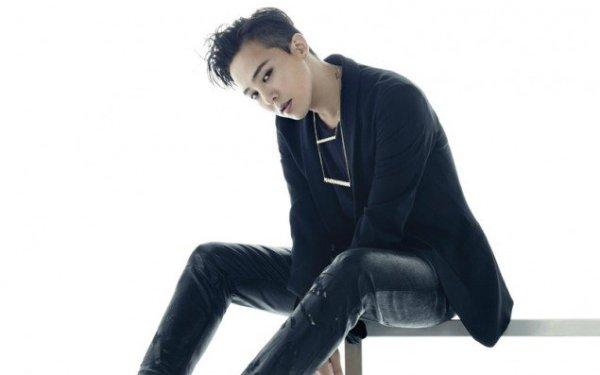 G-Dragon là một con người thú vị cả khi say. Lúc anh chàng say xỉn thì những người xung quanh cứ thế mà& hưởng lộc bởi trưởng nhóm Big Bang có thói quen hào phóng là rút tiền trong ví đem cho.