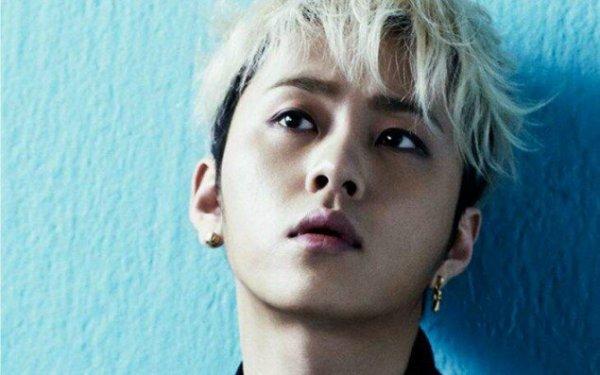 Mặc dù Jun Hyung khai rằng so với các thành viên cùng nhóm, anh chàng không có thói quen kỳ lạ nào khi say. Thậm chí, rapper của Beast còn rất lành khi hễ say là ngủ. Tuy nhiên, thực tế khá phũ phàng khi em út Dong Woon từng bị Jun Hyung cưỡng hôn lúc hết biết trời trăng.