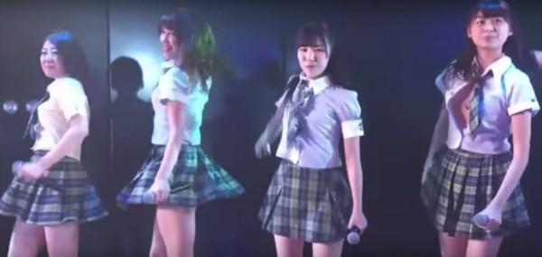 than-tuong-14-tuoi-akb48-nhay-sung-bung-gan-het-cuc-ao
