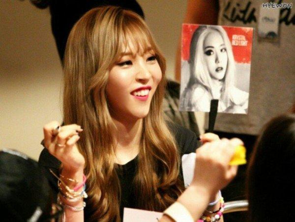 cac-idol-kpop-suong-dien-vi-nhan-duoc-qua-cua-than-tuong-1