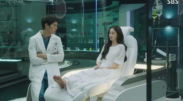 Kim Tae-hyun là một bác sĩ phẫu thuật tài năng, giới xã hội đen thường gọi anh là Yong-pal. Vì cần tiền để chữa bệnh cho em gái nên Tae-hyun phải thực hiện những ca phẫu thuật phi pháp, bệnh nhân của anh là những tay anh chị máu mặt trong thế giới ngầm. Tae-hyun sau đó gặp Công chúa ngủ trong rừng Han Yeo-Jin, một nữ thừa kế, người đang hôn mê trong bệnh viện.
