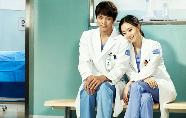 Trong phim Thiên Thần Áo Trắng, Joo Won vào vai Park Shi On, sinh viên nội trú năm nhất tại khoa phẫu thuật nhi của bệnh viện trường đại học Sungwon. Khi còn nhỏ anh đã mắc chứng bệnh tự kỉ cấp độ ba và hội chứng bác học. Anh là một thiên tài với kĩ năng ghi nhớ, nhận thức về không gian đáng kinh ngạc cộng với tài năng hội hoạ có thể khiến bất kì nghệ sĩ nào cũng phải ghen tị. Thông qua sự giúp đỡ của người cố vấn  giám đốc Choi, anh đã tốt nghiệp một trường Y ở nông thôn và vào làm tại bộ phận phẫu thuật khoa nhi. Anh làm tại một trong những bệnh viện hàng đầu của Hàn Quốc  bệnh viện của trường đại học Sungwon, việc khoát lên áo mình một tấm áo trắng như những thiên thần ban phước lành đến những bệnh nhân nghèo nơi đây, anh làm việc bằng tất cả tấm lòng của mình, một Good Doctor chính nghĩa của lương y như từ mẫu&