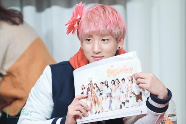 cac-idol-kpop-suong-dien-vi-nhan-duoc-qua-cua-than-tuong-6