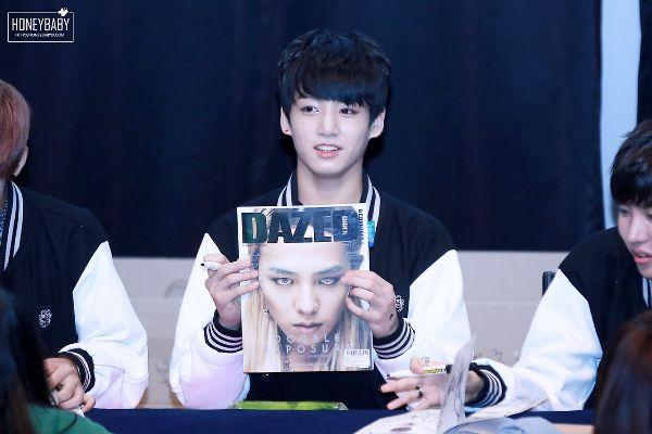 cac-idol-kpop-suong-dien-vi-nhan-duoc-qua-cua-than-tuong-7