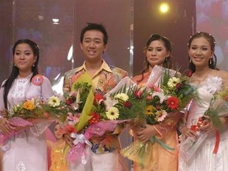 Trấn Thành từng theo học tại trường ĐH Sân khấu Điện Ảnh rồi bén duyên sang con đường dẫn chương trình khi tham gia và đạt giải ba Người dẫn chương trình truyền hình 2006 (lúc đó 19 tuổi).