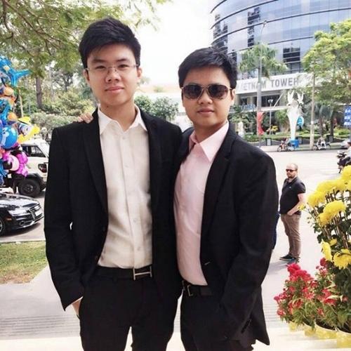 Phan Hoàng cùng anh trai Phan Thành.
