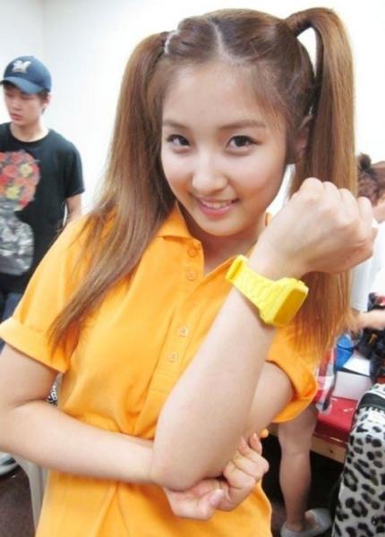 Nam Ji Hyun là một trong những thành viên xinh đẹp nhất 4minute. Cô được công ty lăng xê nhiều ở lĩnh vực diễn xuất thay vì âm nhạc nhờ vẻ đẹp ngọt ngào, nữ tính. Dù vậy, cựu trưởng nhóm 4minute vẫn thiếu một chút sức hút. Không gợi cảm như Hyun Ah hay cá tính như Ji Yoon, ở cô, mọi thứ đều ở mức bình thường. Điều này khiến Ji Hyun trở nên nhạt nhòa giữa đội hình nhóm và kém nổi bật trong mắt fan nam.