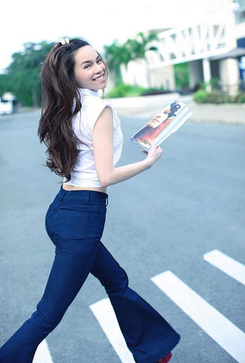 Nhờ gu mặc sành điệu, Hồ Ngọc Hà được chọn mặt gửi vàng vai trò giám khảo cuộc thi Siêu mẫu Việt Nam năm 2009.