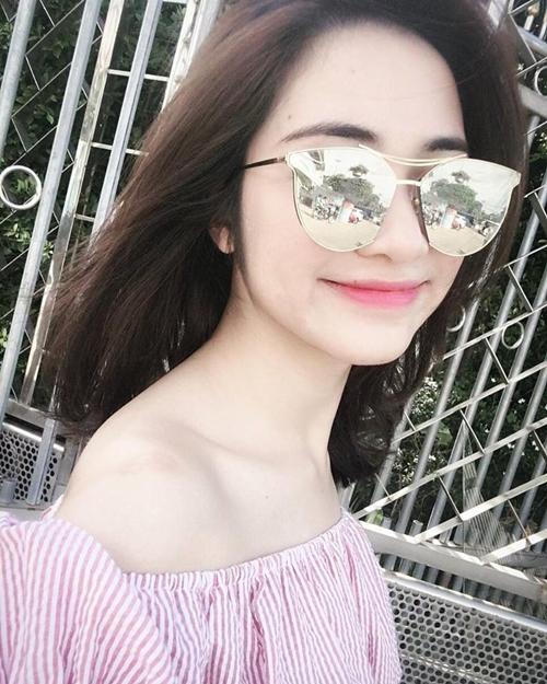 Hòa Minzy có style hồng ngọt ngào, dễ thương.