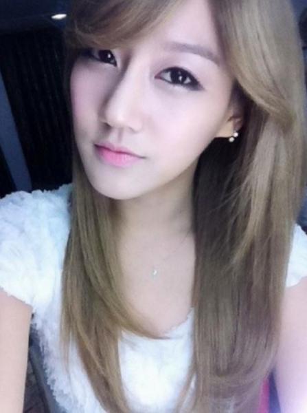 Seung Ah là một người đẹp bị lãng quên. Vẻ đẹp của thành viên Rainbow bị cho là nét đẹp phổ biến, thường thấy ở nhiều idol nữ Kpop. Hơn nữa, nhóm cũng không phải là một tên tuổi đình đám nên thật khó để các fan có cơ hội tìm hiểu về người đẹp này nhiều hơn.