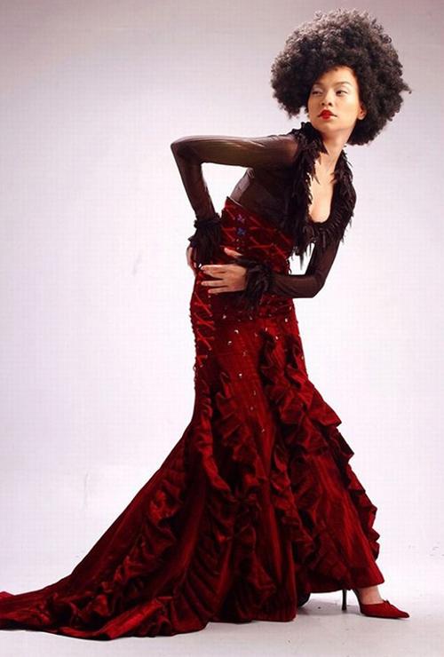 Năm 2003, Hồ Ngọc Hà giành giải Người mẫu được yêu thích nhất của CLB thời trang Thanh Niên.