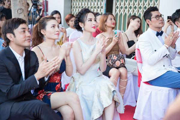với đạo diễn thời trang Đỗ Kim Khánh và Phương Cherry (chủ nhân của trung tâm chăm sóc sắc đẹp) cùng các quan khách, tạo thêm không khí sôi nổi, vui vẻ cho buổi tiệc.