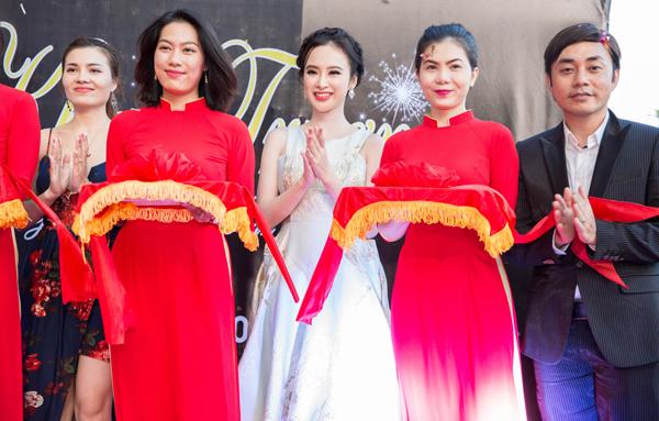 Thời gian gần đây, Angela Phương Trinh rất hiếm hoi tham dự sự kiện. Hiện tại, cô đang tập trung cho dự án Sứ mệnh trái tim, trong phim . Đây là dự án điện ảnh lớn thứ 3 cô tham gia trong năm sau Taxi, em tên gì! và Vệ sĩ tiểu thư và thằng khờ trong một năm trở lại đây.