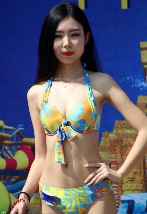 cac-thi-sinh-hoa-hau-bikini-lo-bung-mo-nguc-lep-4