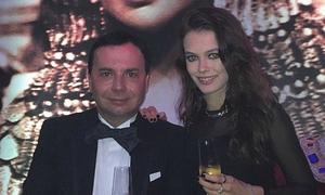 Đại gia Nga chờ người yêu tuổi teen lớn rồi kết hôn