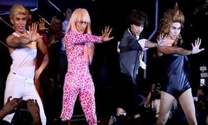 Nhóm 365 nhái Britney Spears, Miley Cyrus khiến fan cười 'ngất lên ngất xuống'