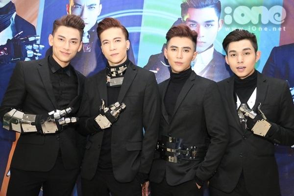 Tối 30/7, nhóm nhạc 365 tổ chức liveshow cuối cùng trước khi nói lời chia tay sau 5 năm gắn bó. Liveshow diễn ra tại NTĐ Nguyễn Du TP HCM với sự có mặt của hàng nghìn fan