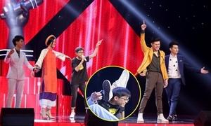 Giám khảo 'The Voice Kid' nhảy loạn sân khấu để giành giật cậu bé 'vắt chân lên cổ'