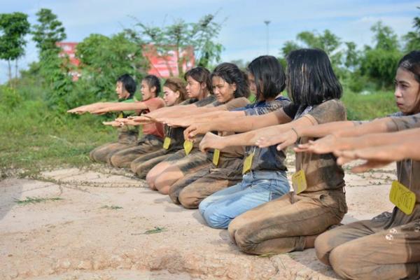 kieu-chao-don-tan-sinh-vien-bao-luc-bi-len-an-gay-gat-o-thai-lan-2