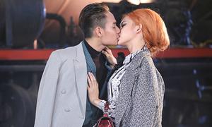 Những nụ hôn sâu như đóng phim Hàn của thí sinh Next Top các mùa