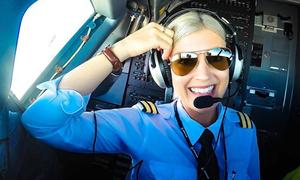 Nữ phi công xinh đẹp khoe cuộc sống trong buồng lái