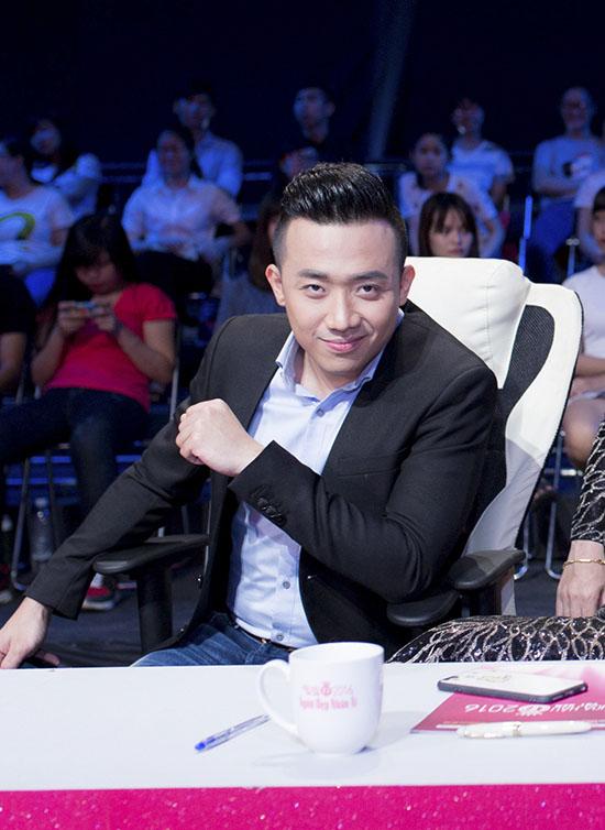 Tại buổi ghi hình, Huyền My có dịp gặp gỡ, trò chuyện cùng các thành viên trong Hội đồng bình luận bao gồm nghệ sĩ Trấn Thành, nhà báo Trác Thúy Miêu, nghệ sĩ Xuân Bắc.