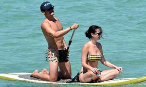 Orlando Bloom vô tư khỏa thân khi đi nghỉ cùng Katy Perry