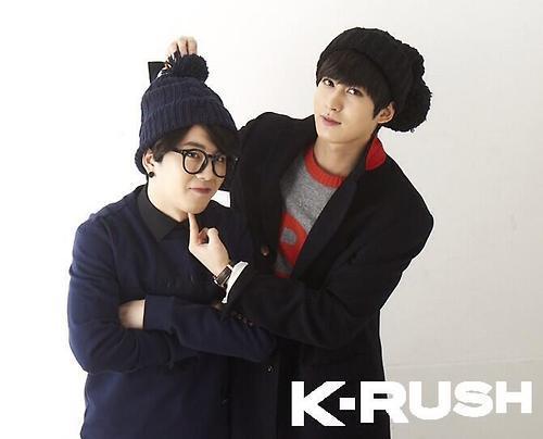 Chàng lùn Tae Il khiến vô số đồng nghiệp ngưỡng mộ vì giọng ca cực khỏe, đây được xem là vũ khí hút fan lợi hại nhất của anh chàng.