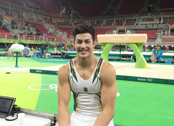 Arthur Mariano thu hút sự chú ý tại Olympic Rio năm nay nhờ ngoại hình điển trai   và nụ cười tỏa sáng.