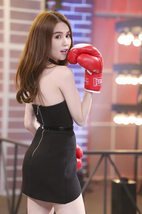 ngoc-trinh-dien-vay-ngan-dam-boxing-khien-tran-thanh-nga-nhoai-2