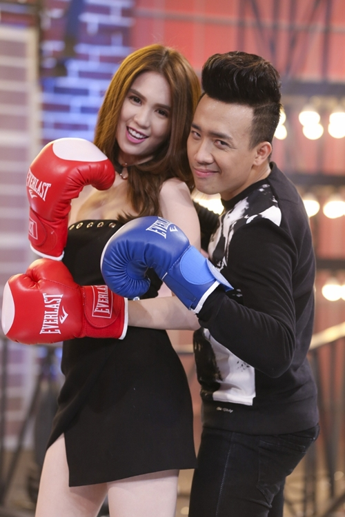 ngoc-trinh-dien-vay-ngan-dam-boxing-khien-tran-thanh-nga-nhoai-1