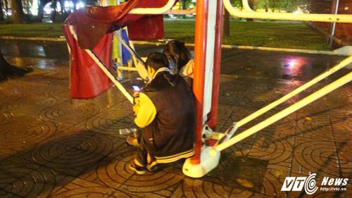hang-tram-game-thu-doi-mua-vat-vo-san-pokemon-giua-dem-khuya-sai-gon-7