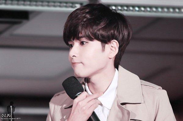 7-idol-nam-kpop-duoc-vi-nhu-den-tu-thien-duong-1