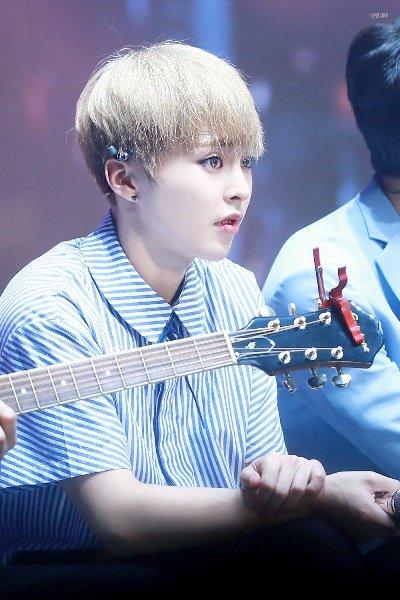 7-idol-nam-kpop-duoc-vi-nhu-den-tu-thien-duong-4