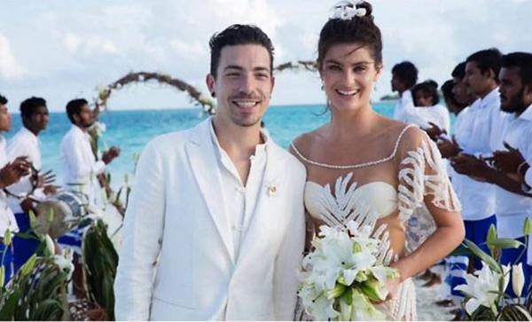 Isabeli Fontana vừa lên xe hoa với ca sĩ Diego Ferrero ở Maldives. Đám cưới lãng mạn bên bờ biển của siêu mẫu xứ samba được tổ chức