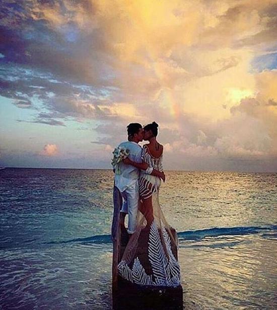 mau-victorias-secret-gay-choang-vi-mac-bikini-thay-vay-cuoi-5