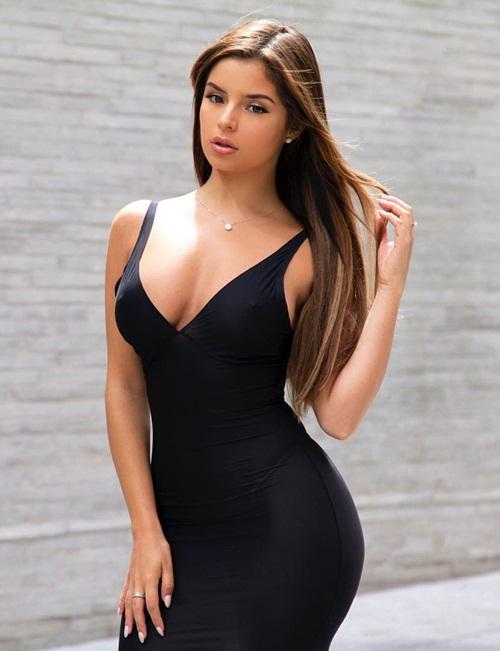 4. Demi Rose, 21 tuổi, trở thành ngôi sao Instagram nhờ những bức hình khoe đường cong sexy khi diện bikini hay những bộ đồ bó sát.