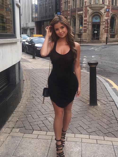 Cô gái đến từ West Midlands (Anh) có tin đồn hẹn hò với rapper Tyga, ngay sau khi anh chia tay Kylie Jenner hồi đầu năm nay. Demi hiện thu hút hơn 2,8 triệu người trên Instagram.